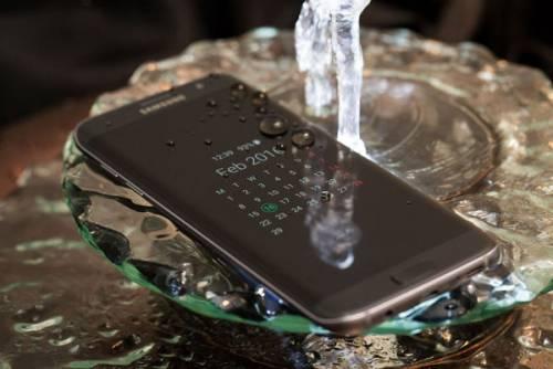 سامسونگ از Galaxy S7 Edge و  Galaxy S7 پرده برداشت