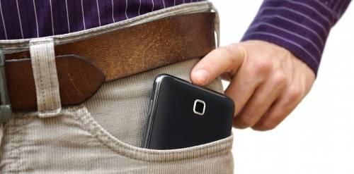 تلفن همراه را در جیب قرار ندهید