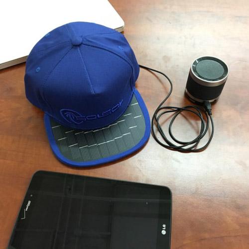 کلاهی که می تواند موبایل شما را شارژ کند